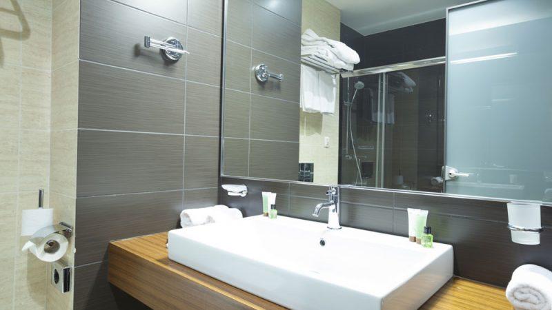 Benefits of Bathroom Mirrors